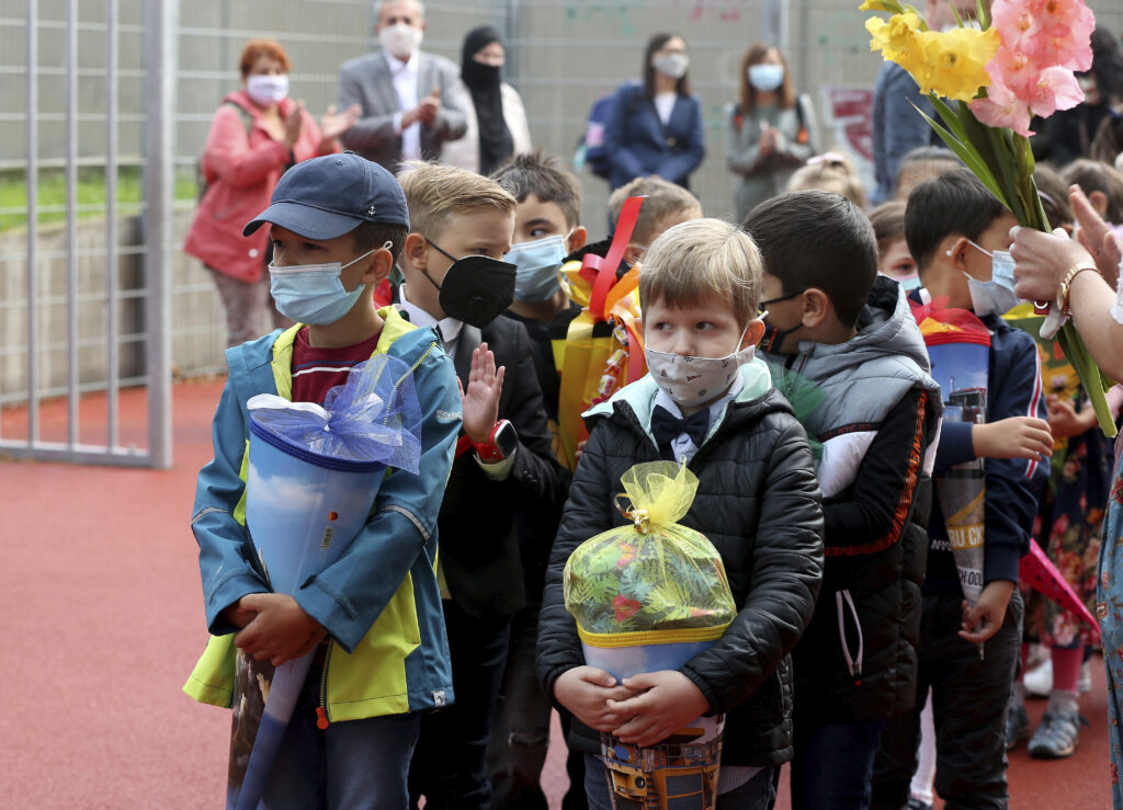 Children wearing masks during Covid-19